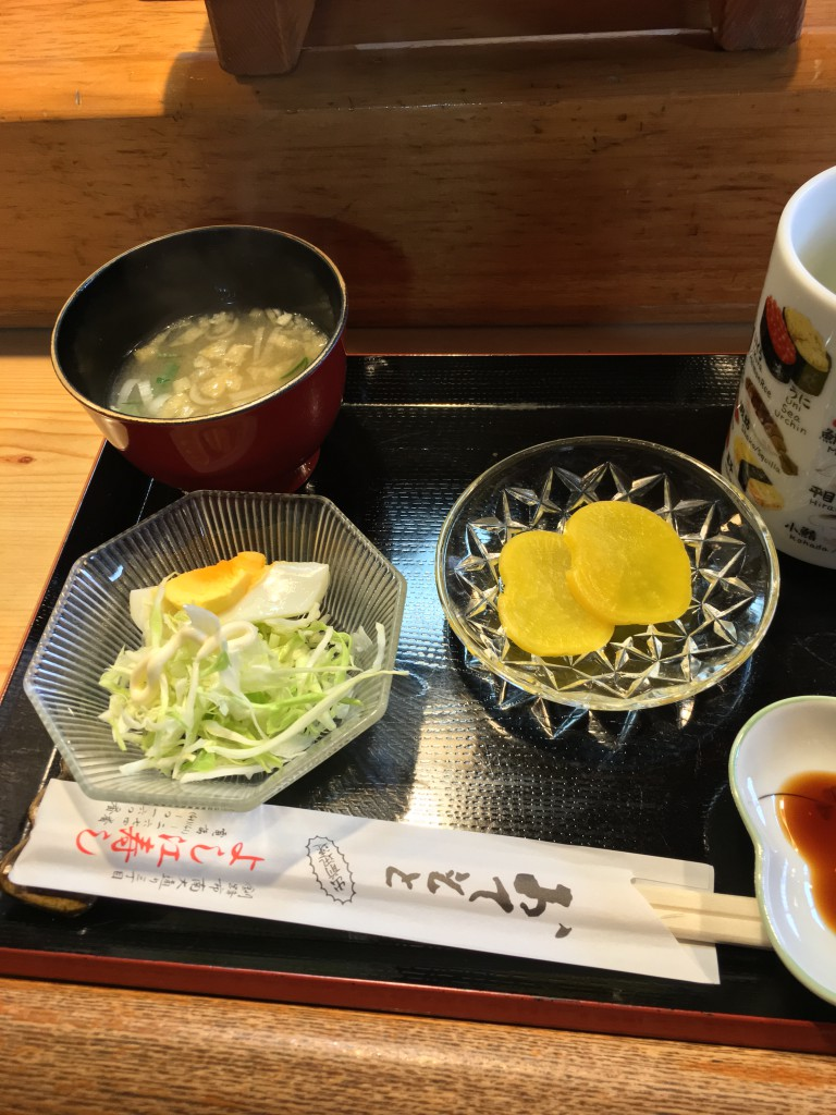 釧路寿司吉江寿司700円ランチのサラダとみそ汁