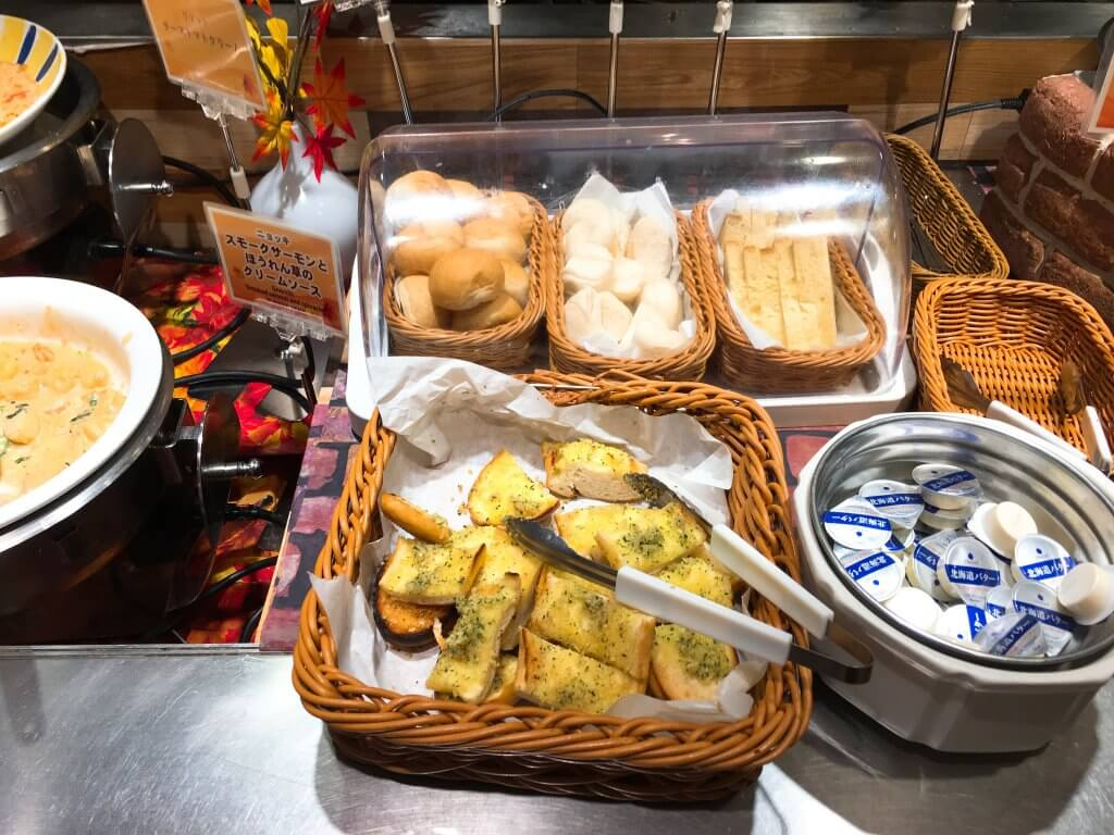 ザ・ブッフェ 大丸札幌休日ディナーブッフェ パン