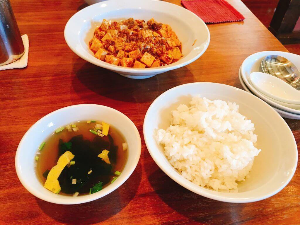 麻婆豆腐とごはんとスープ