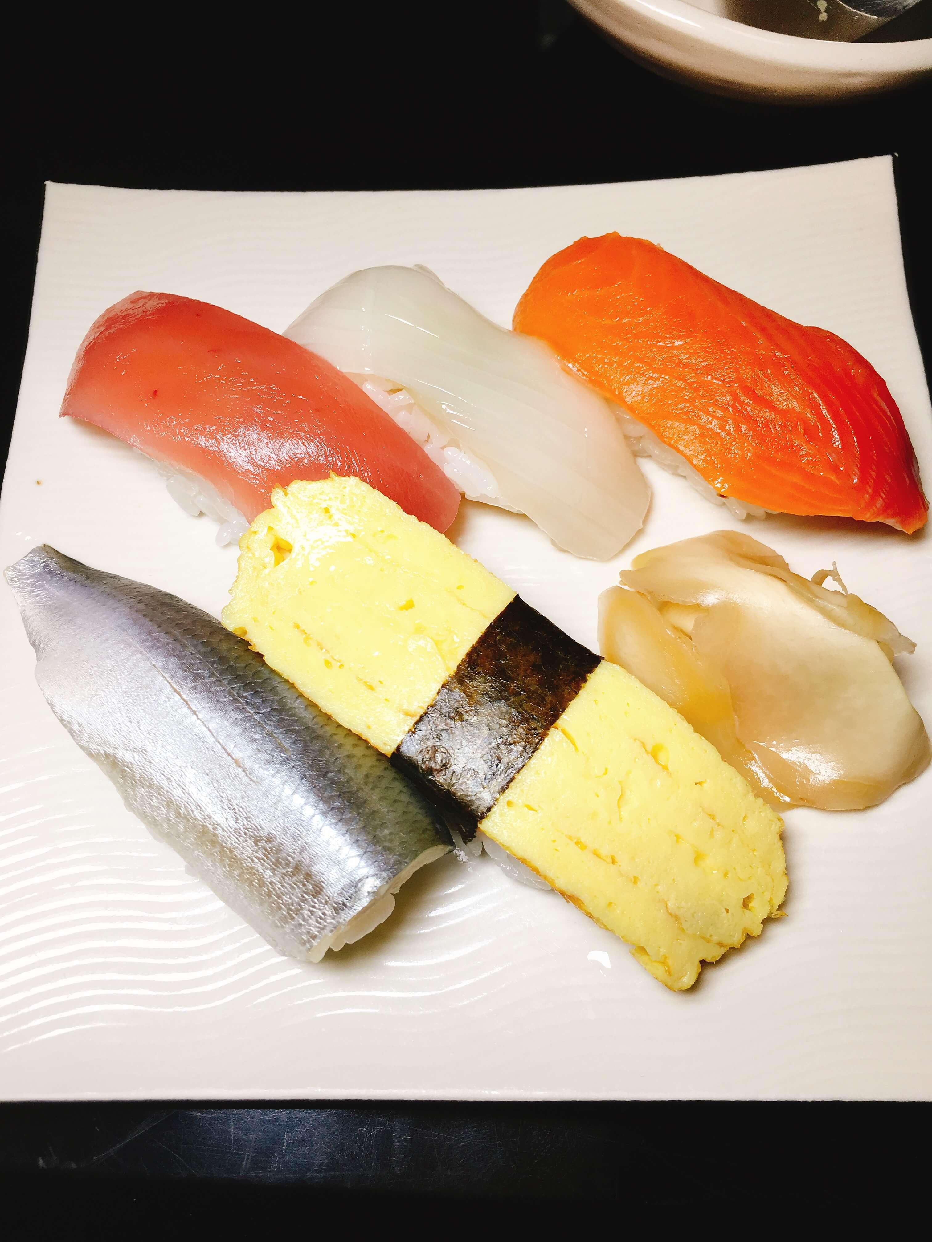 笑楽宴会コース〆の寿司5貫