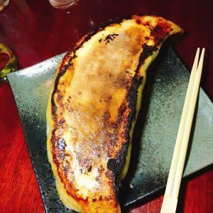 巨大餃子1280円(4人前ぐらい)