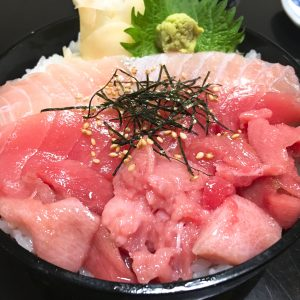 マグロ3色丼セット880円+大盛り150円