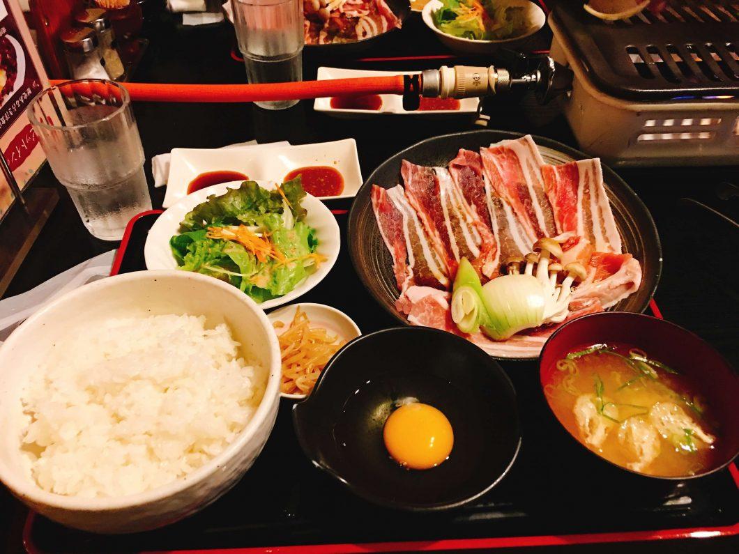 豚焼きすき定食880円