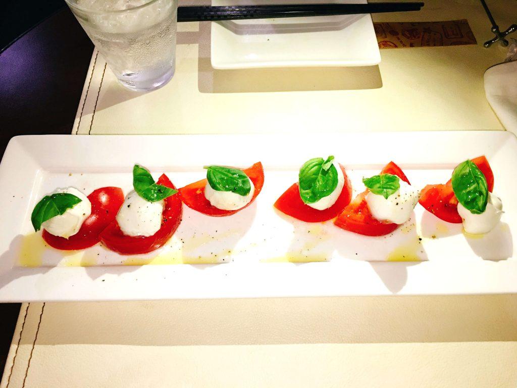 釧路イタリアンチェントット水牛トマトとモッツァレラチーズのカプレーゼ680円