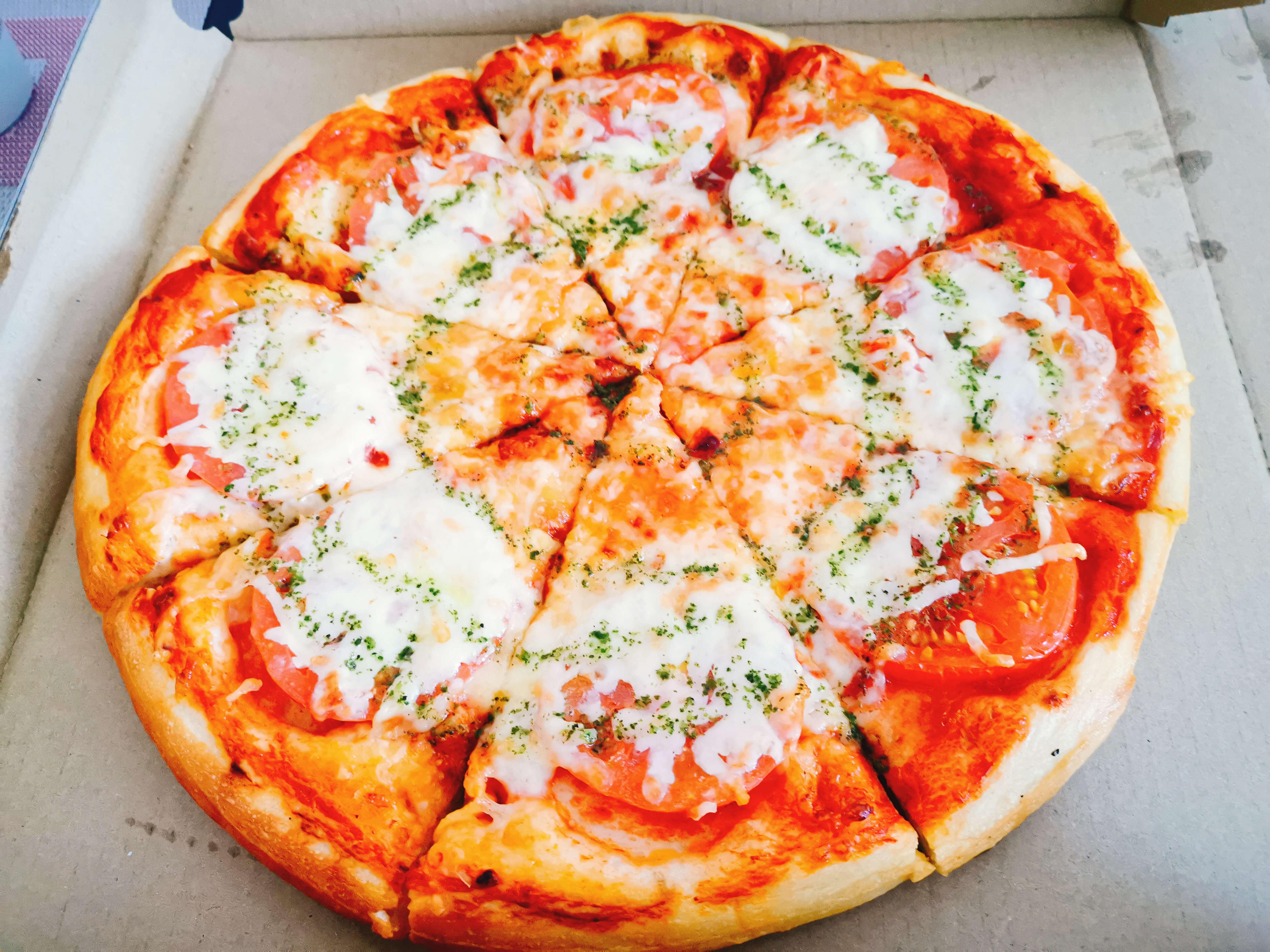 トマトバジルピザ960円