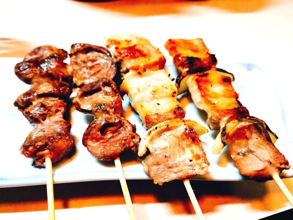 豚串と鶏心臓1本90円