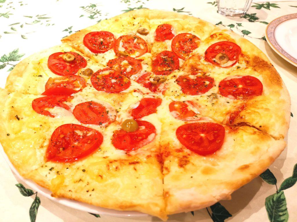 トマトのピザ1800円