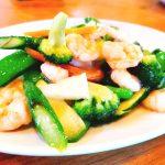 季節の野菜とエビの炒め物