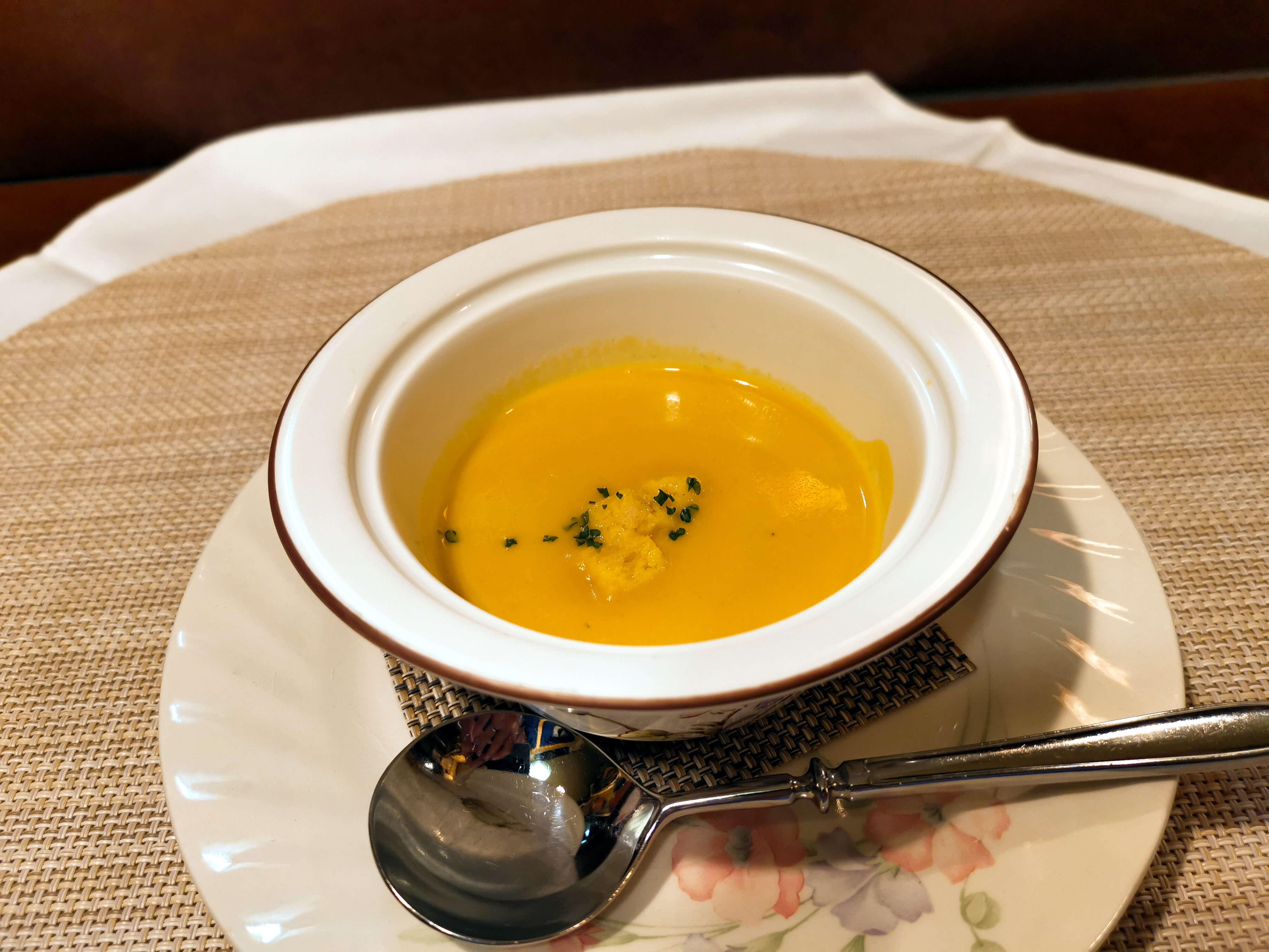 大地の恵みが育んだ本日のスープ