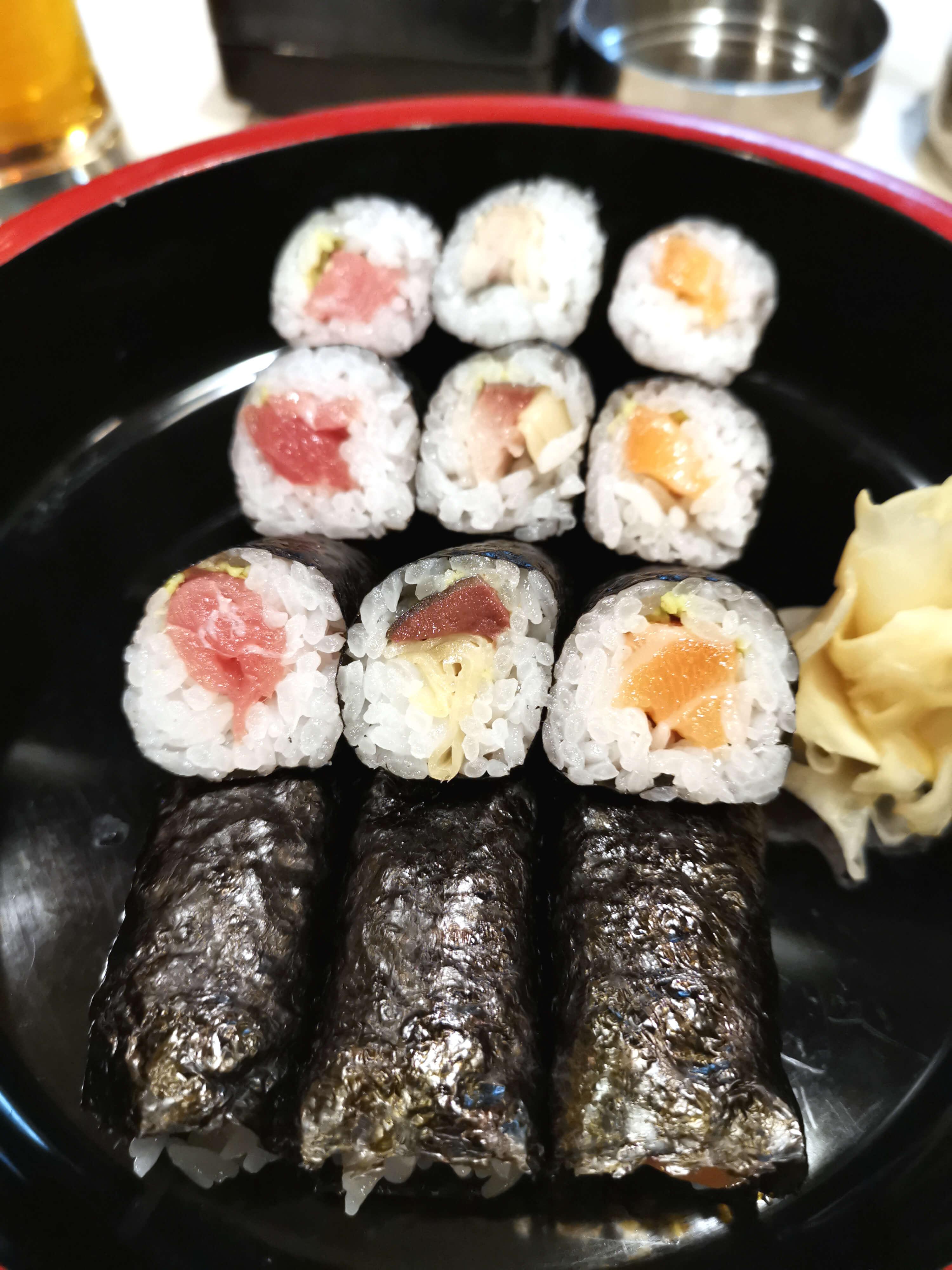 巻物マグロ350円ガリ鯖220円サーモン170円