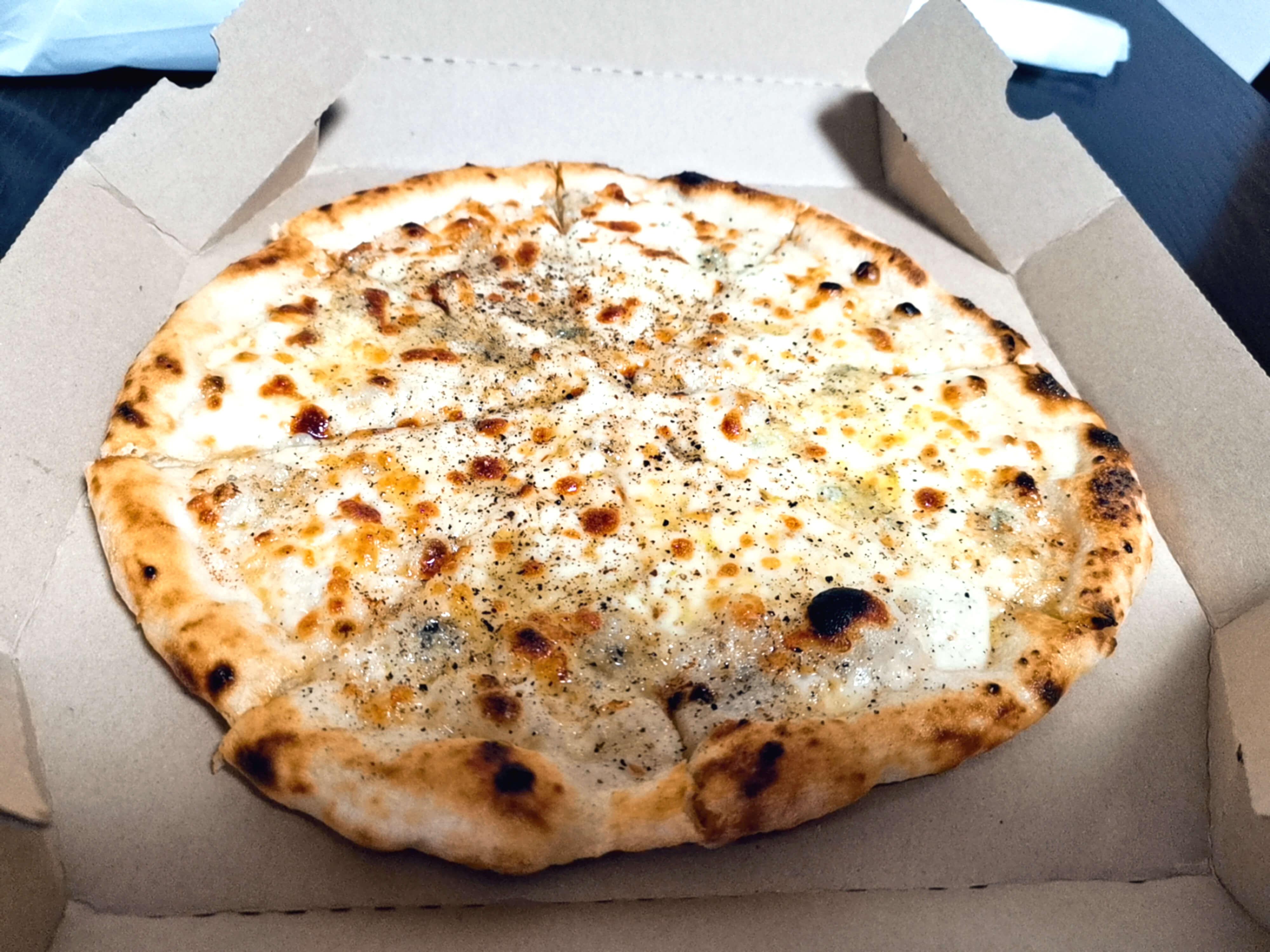 4種のチーズピザ1400円