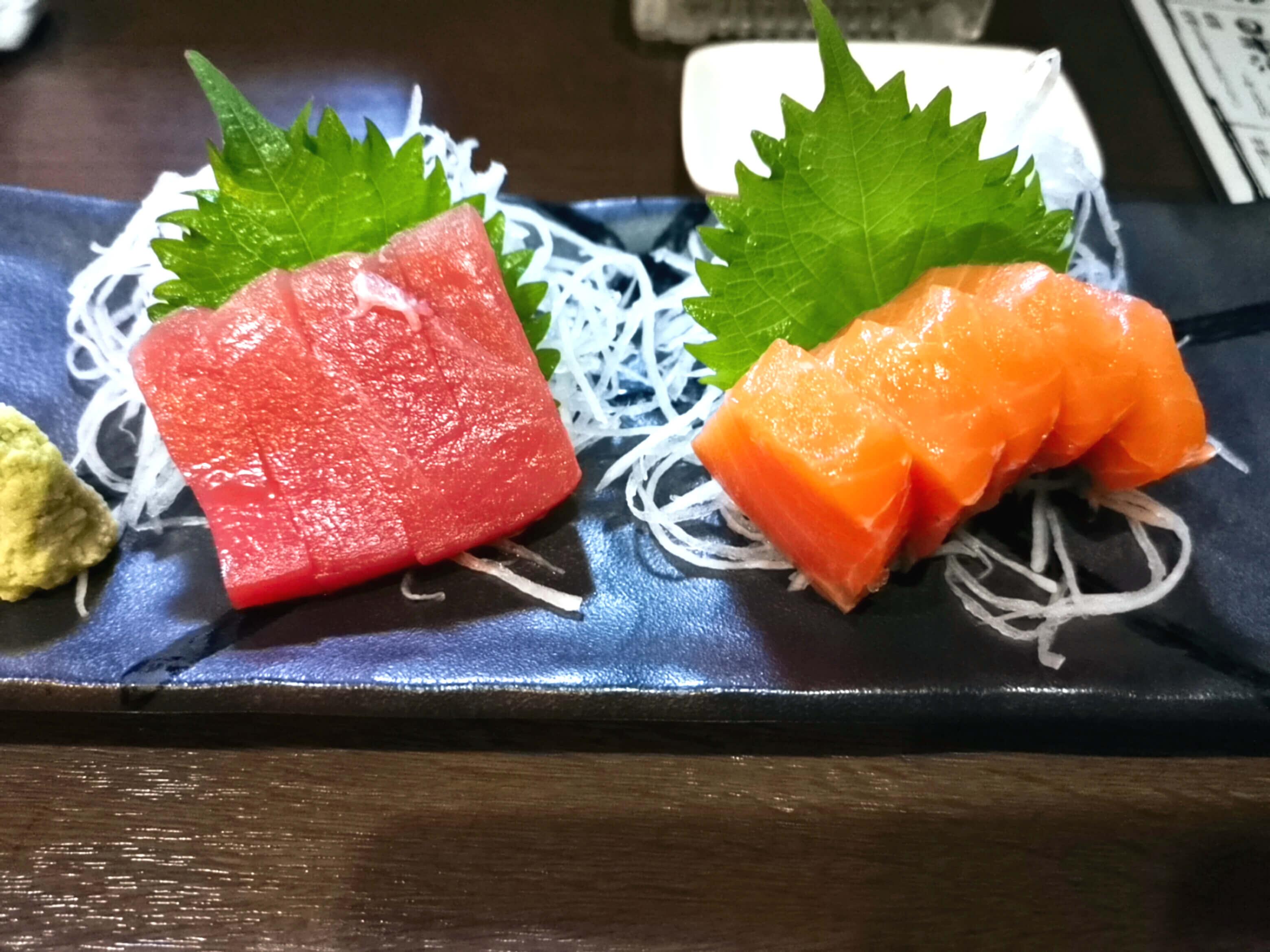 釧路居酒屋たぁマグロ300円サーモン300円